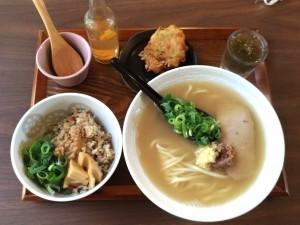 観光地にある上品な沖縄そば食べてきました!